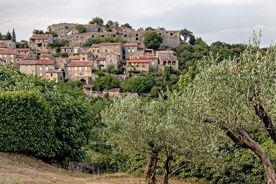 banne-ardeche-village-nature