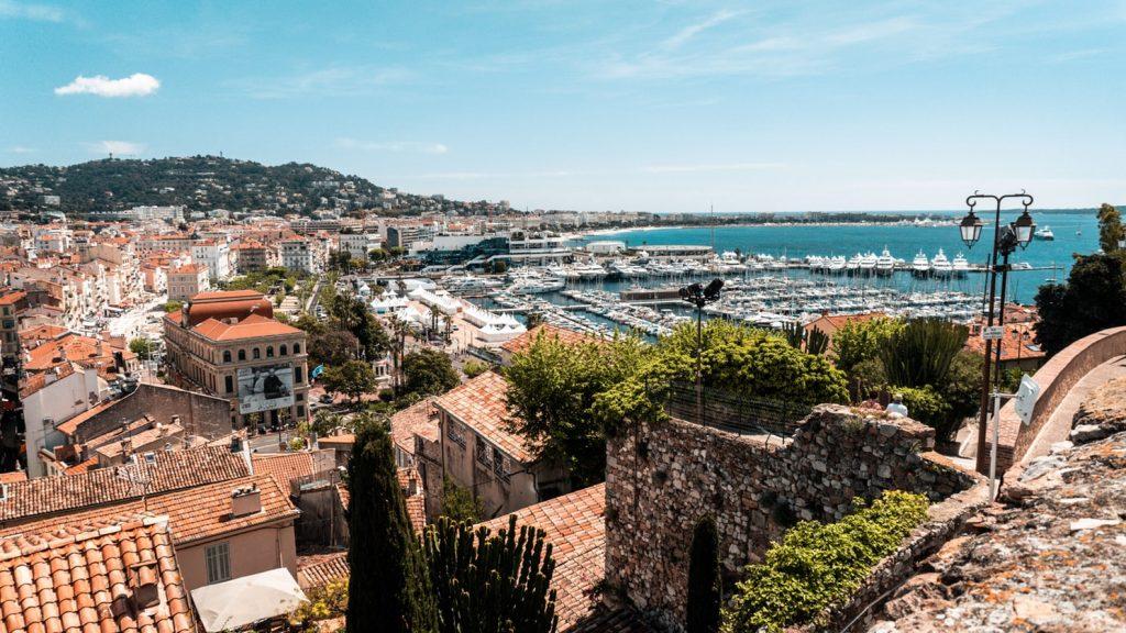 Vue sur la baie de Cannes en Côte d'Azur
